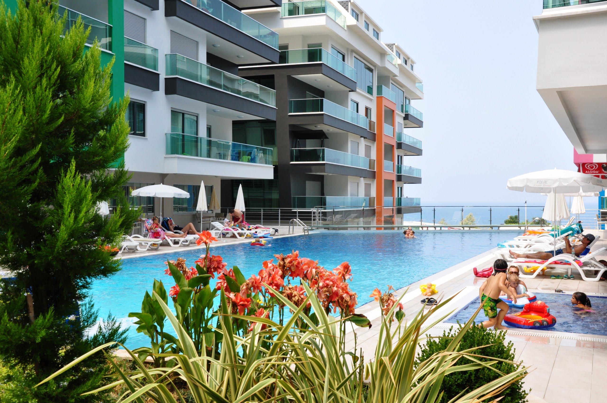 Жилой комплекс с апартаментами в Махмутларе